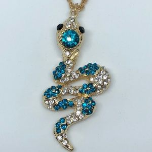 Jewelry - Golden Snake Pendants Sweater Chain Necklace